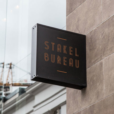 stakelbureau-wallsign-cover